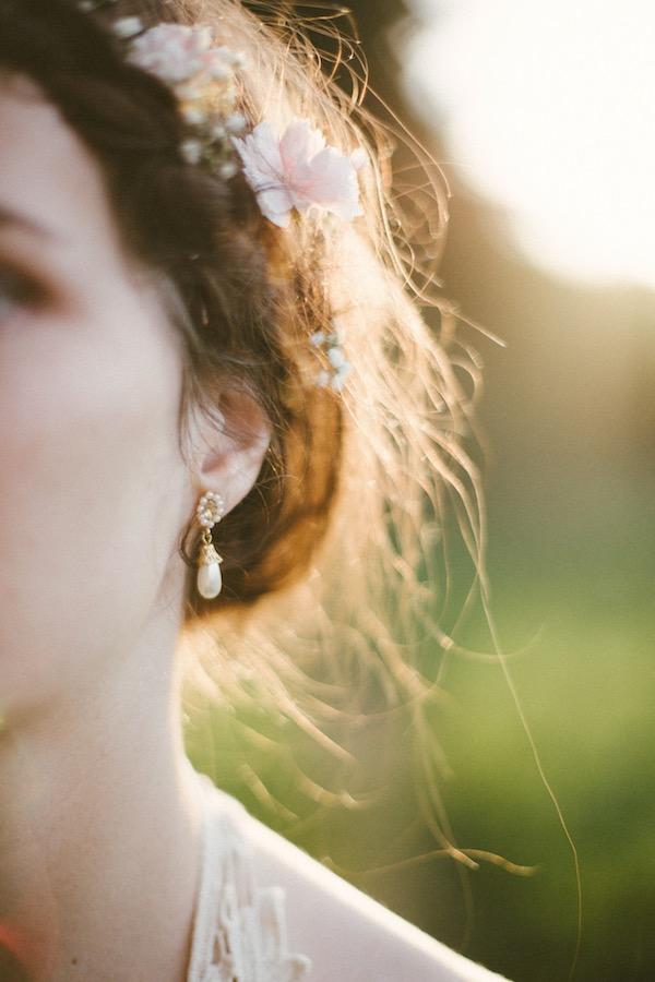 Mariée avec une couronne de fleurs - Aurélie Michou