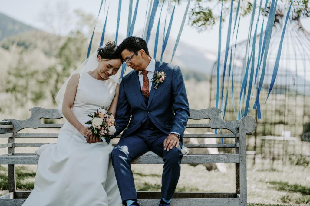 couple-ceremonie-mariage-bleu