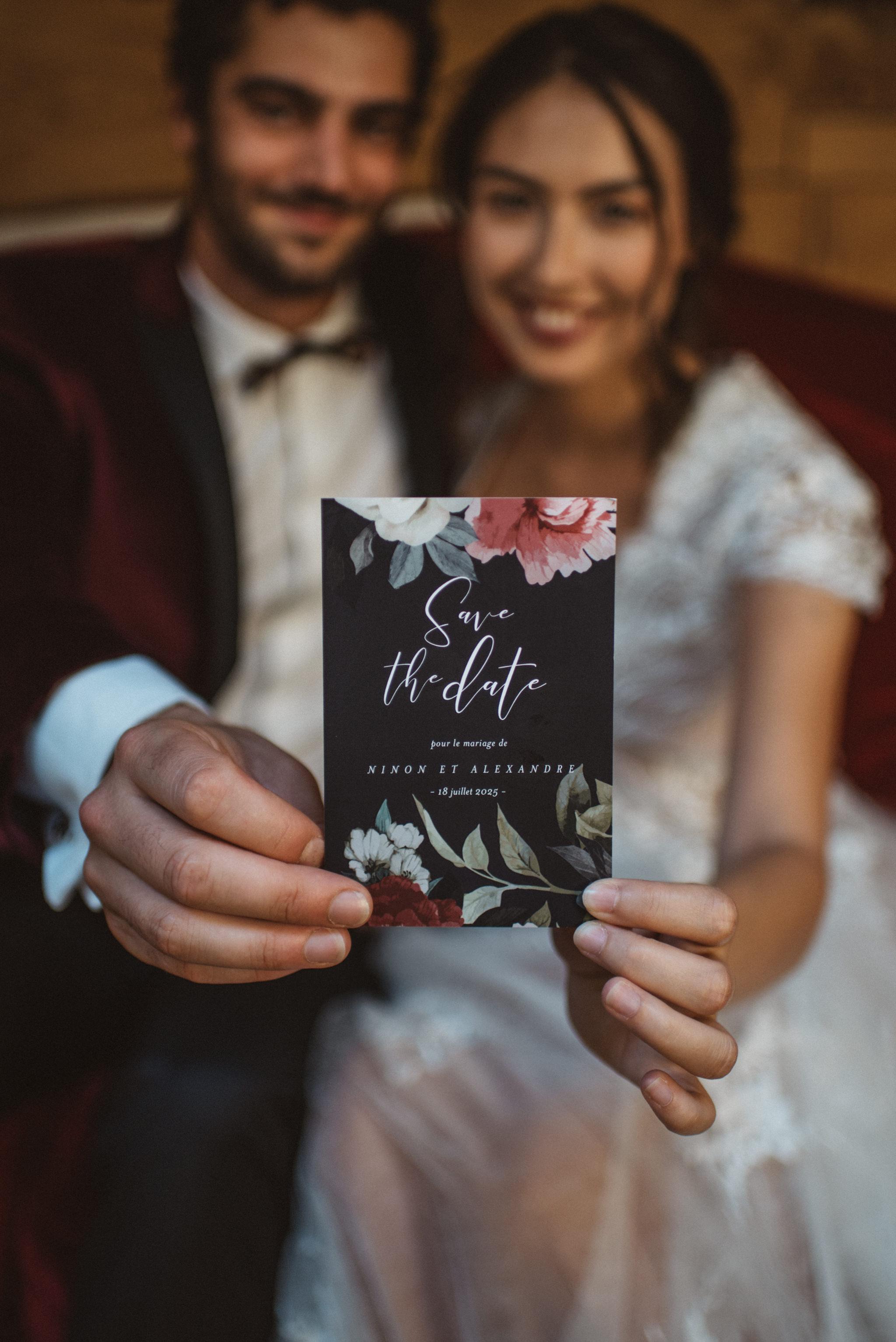 Mariés avec invitation mariage